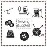 Grupo do vetor de ícones com as ferramentas da costura no estilo da garatuja Imagens de Stock Royalty Free