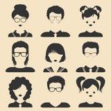 Grupo do vetor de ícones diferentes das crianças masculinas e fêmeas no estilo liso na moda Faces adultas novas Coleção de avatar Fotos de Stock