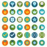 Grupo do vetor de 36 ícones lisos do gamification ilustração do vetor