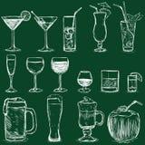 Grupo do vetor de cocktail do giz e de bebidas do álcool Fotos de Stock