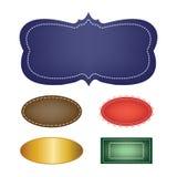 Grupo do vetor de etiquetas vazias, de uma variedade de cores e de formas com beiras ilustração do vetor