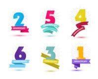 Grupo do vetor de projeto dos números do aniversário 1, 2, 3, 4, 5, 6 ícones, composições com fitas Fotos de Stock