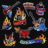 Grupo do vetor de tatuagens da rocha Garrafa com fita, guitarra e pássaro audio do orador, do coração e da andorinha, mão de esqu ilustração do vetor