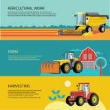 Grupo do vetor de veículos e de equipamentos agrícolas agrícolas Os tratores, ceifeira, combinam ilustração stock
