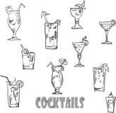 Grupo do vetor de vidros de cocktail ao estilo do giz em um quadro-negro Imagens de Stock Royalty Free