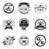 Grupo do vetor dos logotypes e dos crachás da loja de arma Imagens de Stock Royalty Free