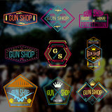 Grupo do vetor dos logotypes e dos crachás da loja de arma do pop art Fotos de Stock Royalty Free