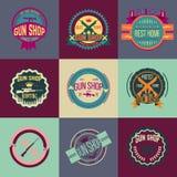 Grupo do vetor dos logotypes e dos crachás da loja de arma do pop art Imagens de Stock Royalty Free