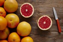Grupo dos citrinos orgânicos um cortados fotografia de stock royalty free