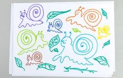Grupo dos desenhos da criança de caracóis e de folhas diferentes da planta imagem de stock