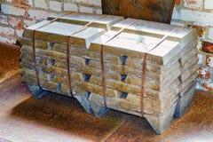 Grupo dos lingotes de alumínio imagens de stock royalty free
