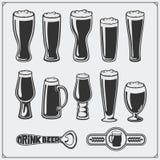 Grupo dos produtos vidreiros da cerveja do vetor Imagens de Stock