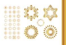 Grupo dourado da mandala Teste padrão do ouro isolado no fundo Imagens de Stock