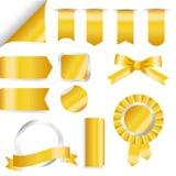 Grupo dourado das fitas, da bandeira e de etiquetas isolado no fundo branco Ilustração do vetor para sua água fresca de design ilustração stock