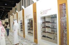 Grupo dourado internacional na exposição 2013 de Abu Dhabi International Hunting e do cavaleiro Imagens de Stock Royalty Free