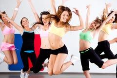 Grupo entusiástico de mulheres que têm o divertimento Imagem de Stock