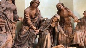 Grupo escultural de la deposición de Cristo en la iglesia de San Giovanni en lamentación de Módena, Italia Compianto por Mazzoni almacen de metraje de vídeo