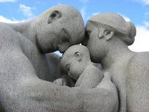 Grupo escultural en el fondo del cielo azul Fotografía de archivo libre de regalías