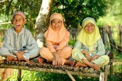 Grupo feliz de cabritos fotografía de archivo