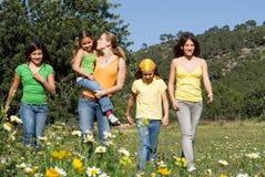 Grupo feliz de crianças de sorriso Fotografia de Stock Royalty Free