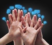 Grupo feliz de smiley del dedo con sig sociales de la charla Fotos de archivo libres de regalías