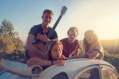 Grupo feliz el vacaciones foto de archivo libre de regalías