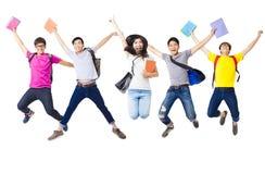Grupo feliz que salta junto fotografia de stock
