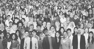 Grupo grande de concepto alegre multiétnico diverso de la gente fotografía de archivo