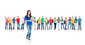 Grupo grande de estudiantes adolescentes aislados en blanco Foto de archivo