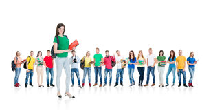Grupo grande de estudiantes adolescentes en blanco Foto de archivo libre de regalías