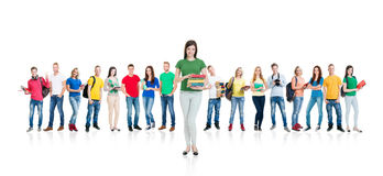 Grupo grande de estudiantes adolescentes en blanco Foto de archivo