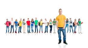 Grupo grande de estudiantes adolescentes en blanco Imágenes de archivo libres de regalías
