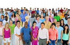 Grupo grande de gente multiétnica del mundo imágenes de archivo libres de regalías