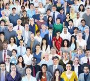 Grupo grande de gente multiétnica diversa imágenes de archivo libres de regalías
