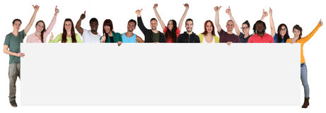 Grupo grande de gente étnica multi joven que sostiene los wi vacíos de la bandera Fotografía de archivo