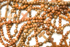 Grupo grande de granos de madera del rosario Foto de archivo