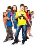 Grupo de personas y muchacho confiado con los prismáticos Foto de archivo libre de regalías