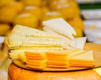 Grupo grande de queijos Fotografia de Stock