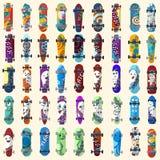 Grupo grande de skates e de estilo skateboarding da rua dos elementos Pintado em figuras brilhantes em uns desenhos animados Veto Imagens de Stock