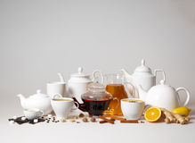 Grupo grande de tazas del té y de café fotografía de archivo libre de regalías