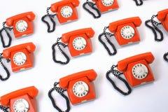 Grupo grande de teléfonos anaranjados imagen de archivo