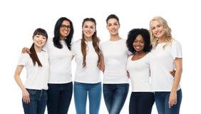 Grupo internacional de aperto feliz das mulheres imagens de stock royalty free