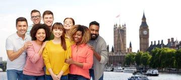 Grupo internacional de gente sonriente feliz fotografía de archivo libre de regalías