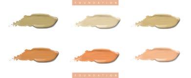 Grupo líquido cosmético do creme de fundação em cursos diferentes da mancha do borrão da cor Compõe as manchas isoladas no branco Foto de Stock Royalty Free