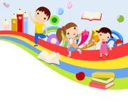 Grupo lindo de niños y de arco iris libre illustration
