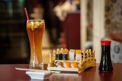 Grupo misturado do sushi e do sashimi Foto de Stock