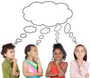 Grupo multiétnico de pensamiento de los niños Foto de archivo libre de regalías