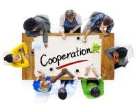Grupo multi-étnico com conceitos da cooperação fotografia de stock royalty free