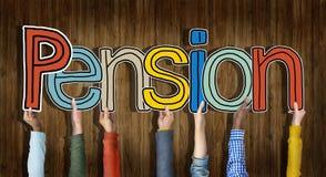 Grupo multi-étnico de mãos que guardam a pensão da palavra Imagens de Stock