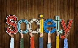 Grupo multi-étnico de mãos que guardam a sociedade da palavra foto de stock royalty free